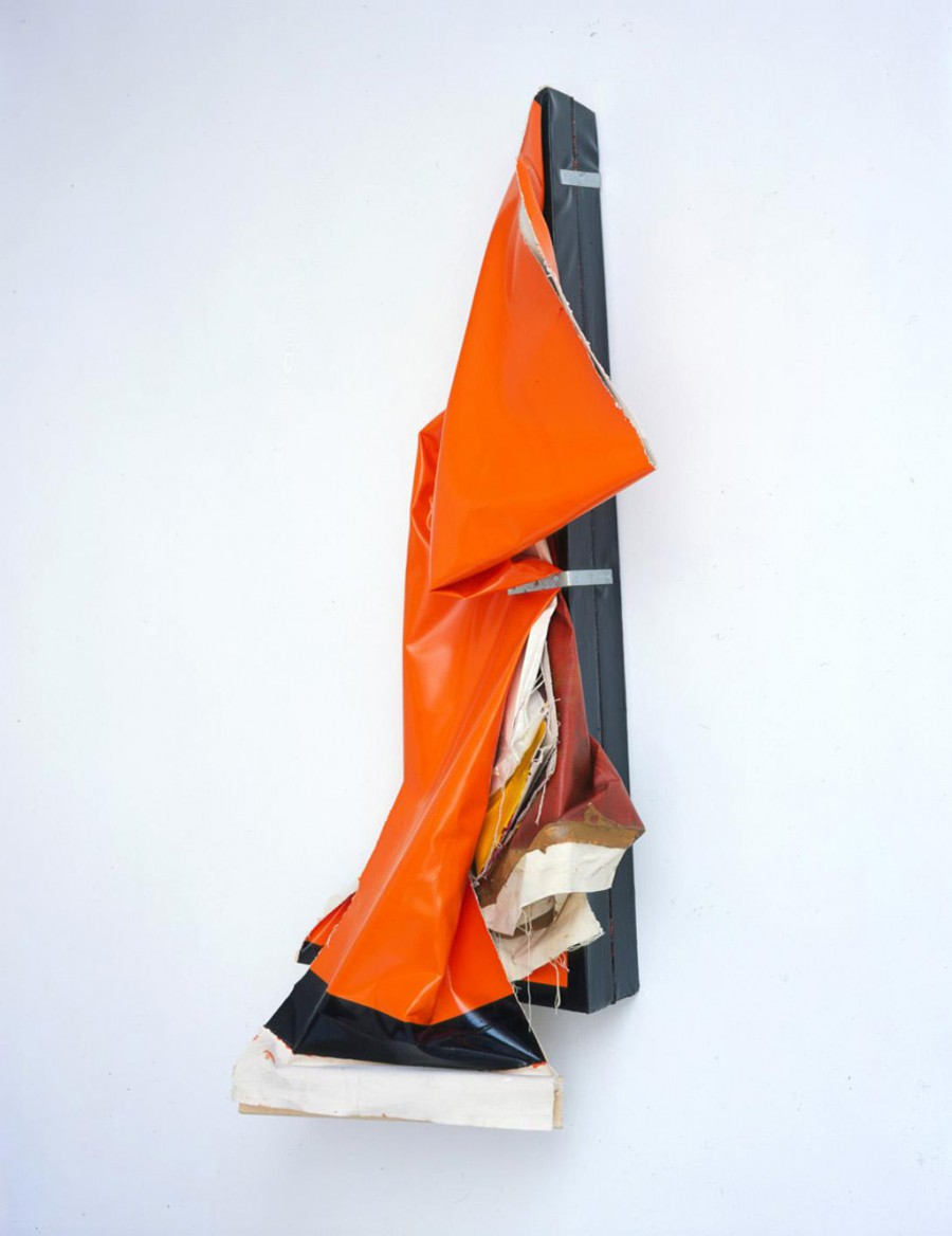 Clutter Bag (Orange), de  Ángela de la Cruz