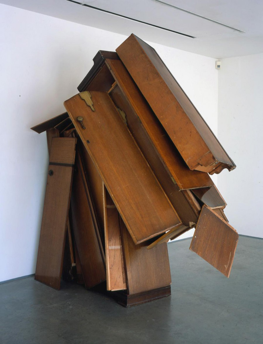 Clutter wardrobes, de  Ángela de la Cruz