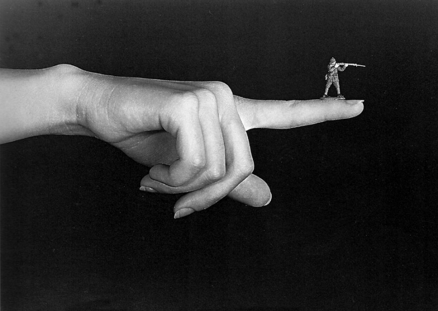 Sin título (Mano-Dedo-Soldado)