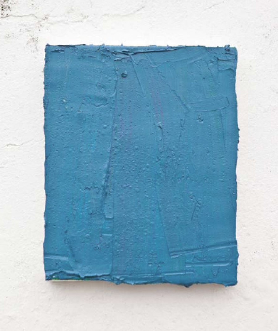 Teo Soriano. Codo manchado de azul turquesa
