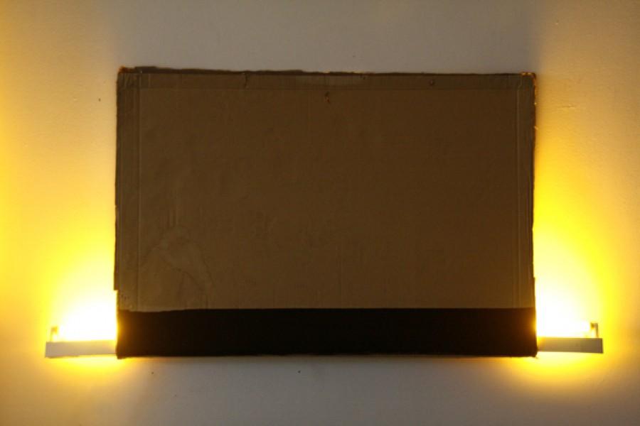 Cartón, fluorescente y acrílico