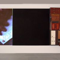 Acumulación, pantalla negra y lecturas, de  Tono Carbajo