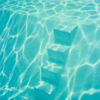 S. T. (piscina), de  Vari Caramés