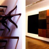 Mesas e cadrado negro, de  Tono Carbajo
